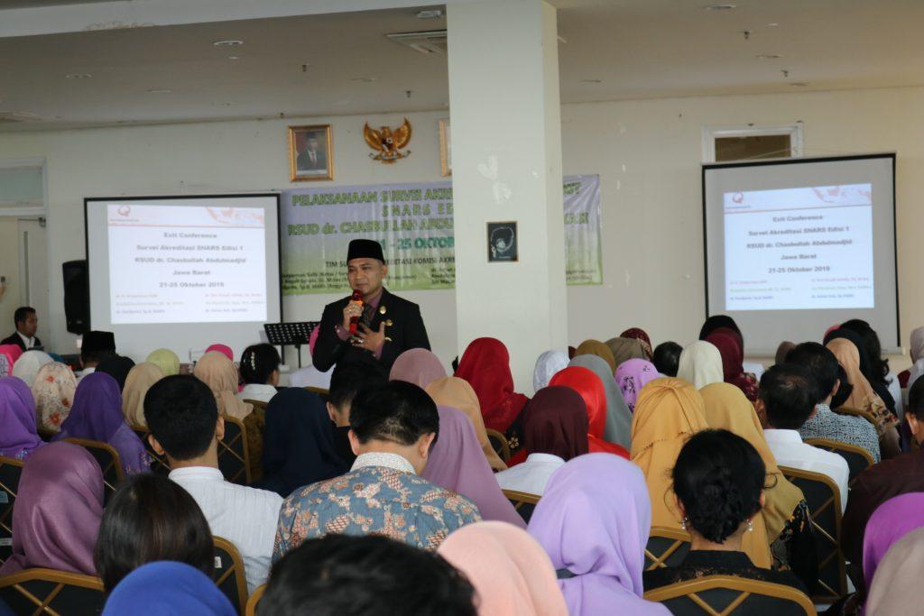 Hari Terakhir Penilaian, Surveior Akreditasi Acungkan Jempol Kekompakan Pegawai RSUD dr. Chasbullah Abdulmadjid